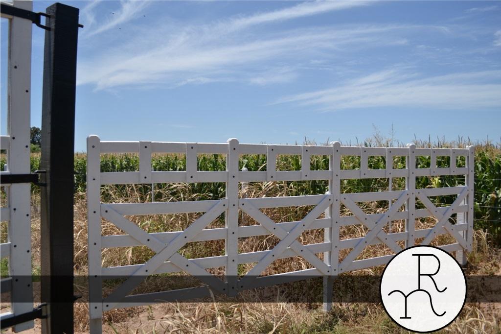 imagen tranquera y porton de entrada a campo