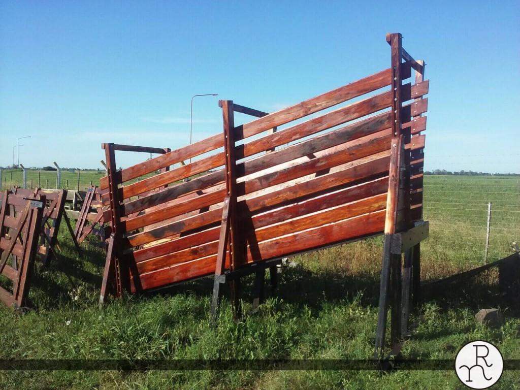 embarcadero para ganado en madera dura